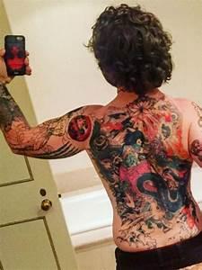 Frauen Rücken Tattoo : das geht unter die haut die tattoos der stars ~ Frokenaadalensverden.com Haus und Dekorationen