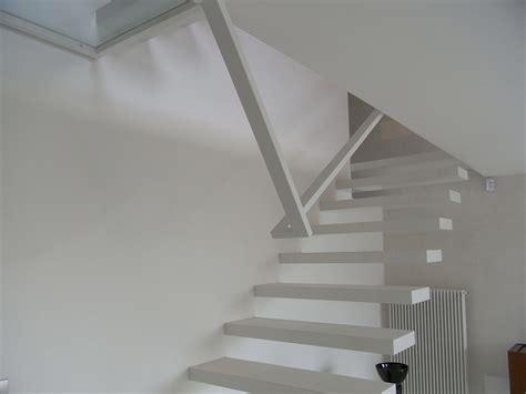 corrimano in vetro per scale scala a sbalzo in ferro verniciato con corrimano e vetri