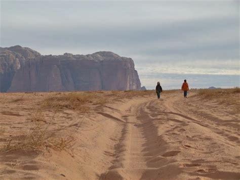 taille 騅ier cuisine janvier février 2012 wadi rum une immense étendue de orangé au pied de montagnes de grès imposantes formant canyons ponts
