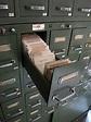 兩個金屬檔案櫃