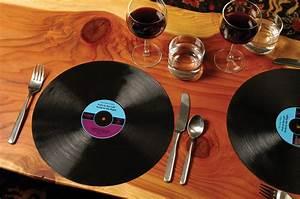 Set De Table Vinyl : set de table disque vinyle x2 le set de table vintage et disco pour vos d ner tendances ~ Teatrodelosmanantiales.com Idées de Décoration