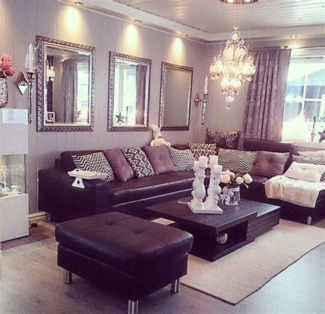 plum sofa decorating ideas plum and brown living room ideas www lightneasy net