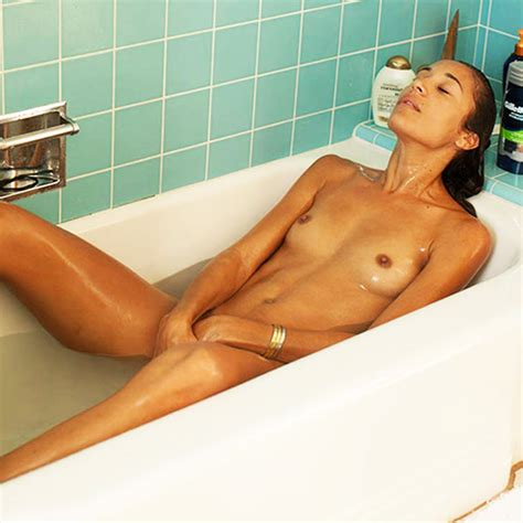 Actress Angelina McCoy LEAKED Private HD Nudes In The Bathtub