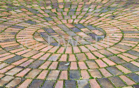 circular paving patterns circular brick paving
