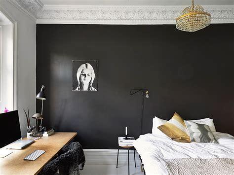 black painted bedroom black bedroom wall coco lapine designcoco lapine design 10867 | SFDD575EBBF24304779BF54C3AFCC3DC0C3 800x800