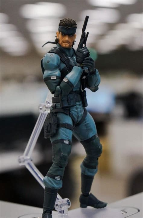 skull face action figure poses    metal gear informer