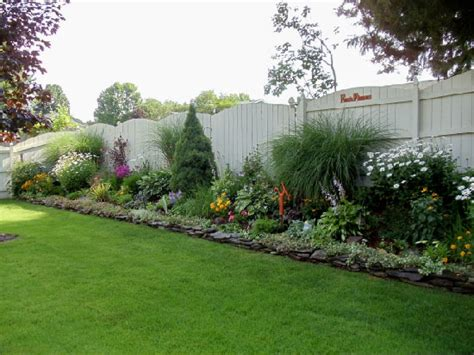 landscaping around fence privacy fence landscaping on pinterest fence landscaping privacy fences and fence