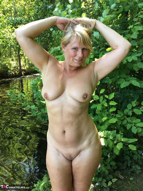 sweet susi nude and hot in the forest pictures