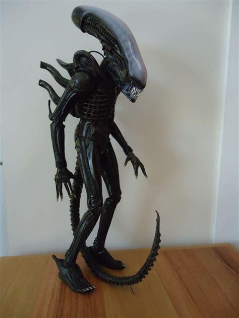 neca  scale alien figure review avpgalaxy