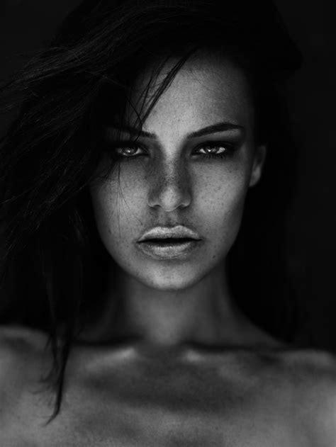 les superbes portraits noir  blanc de peter coulson