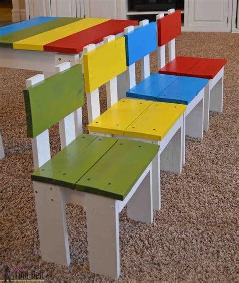 chaise en bois pour bebe déco on