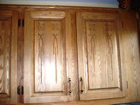 changer porte armoire cuisine armoire de cuisine en chêne décapage changer la couleur rajeunissement