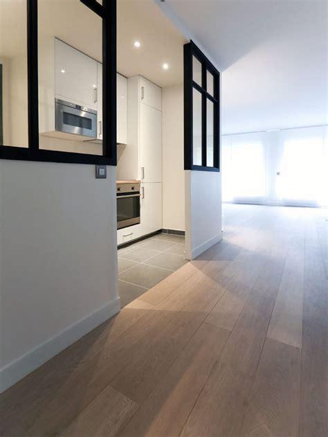 maison et cuisine cette cuisine blanche laquée est ouverte sur le salon la