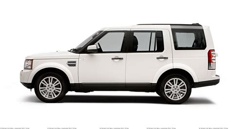 Side Pose Of 2018 Land Rover Discovery In White Wallpaper
