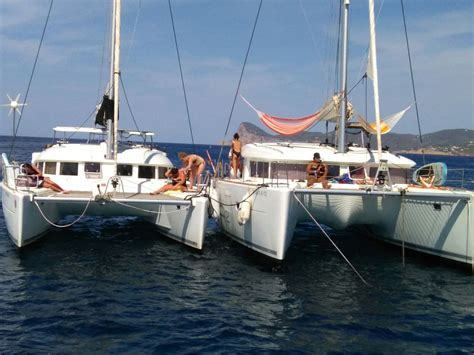 Catamaran Lagoon 380 by Differences Between The Lagoon 380 And The Lagoon 400