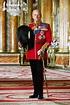 这种华丽的欧洲皇室服装是军礼服吗?现在还穿吗? - 知乎