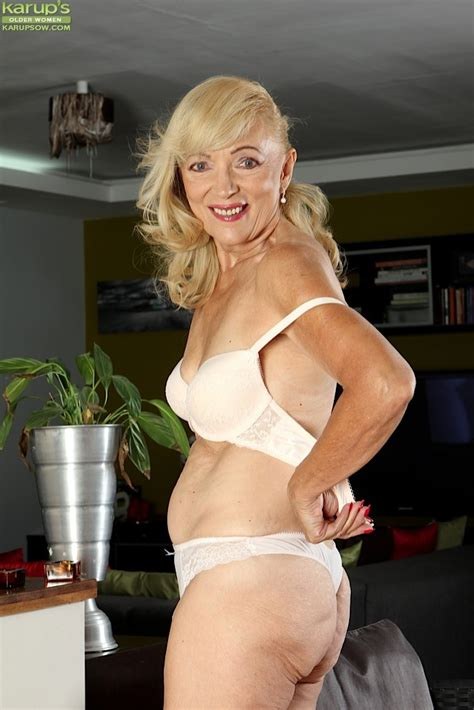 Janet Lesley Granny Getting Naked