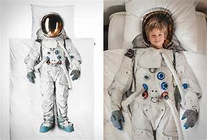 REALISTIC ASTRONAUT BED SET | FUNNY TWEEK