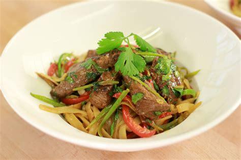 cuisiner basse c e de boeuf wok de boeuf nouilles chinoises recettes de cuisine