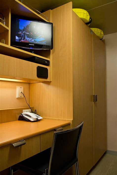 röhr schreibtisch objekt plus crew kabinen so wohnt die besatzung auf kreuzfahrtschiffen
