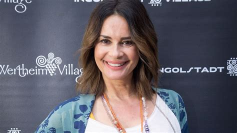 Gloria elizabeth reuben (born june 9, 1964) is a canadian producer, singer and actress of film and television, known for her role as jeanie boulet on the medical drama er and marina peralta on falling skies. Wie Caroline Beil? Gitta Saxx (52) kann sich Baby ...