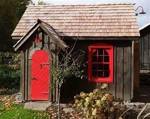 Gartenhaus Holz Klein : gartenh user aus holz sch nes und kompaktes gartenhaus im hinterhof ~ Orissabook.com Haus und Dekorationen
