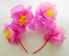 fleurs en papier crepon pliage de serviettes pinterest With chambre bébé design avec serre tete couronne de fleurs