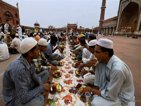 Sikhs, Hindus in Pakistan host Iftar parties to promote ...