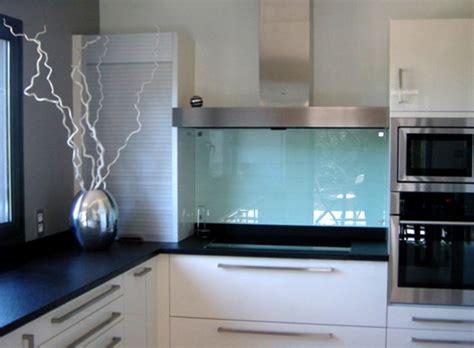 cuisine en verre blanc crédences mobilier stéphanie lebreton réalisation sur