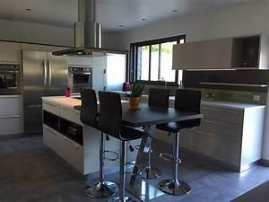 Cuisine equipee avec ilot central galerie avec decoration for Idee deco cuisine avec cuisine aménagée ou Équipée