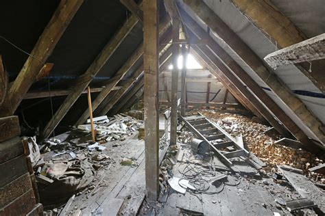 reasons  inspect  attic   buy  home