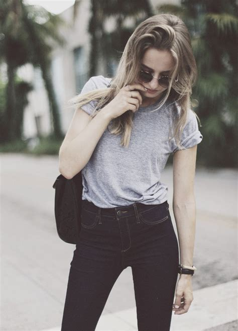 High Waisted Jeans Style Looks 2018 | FashionGum.com