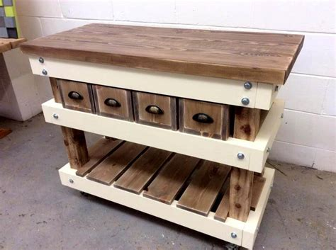 kitchen island from pallets pallet kitchen island table 40 pallets easy pallet ideas 5071