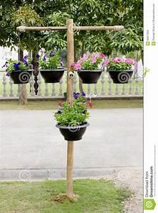 Support Pot De Fleur : support en bois avec des pots de fleurs photo stock ~ Dailycaller-alerts.com Idées de Décoration
