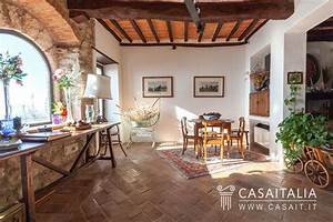 Apartment with garden in Todi