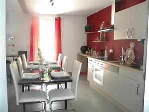 cuisine avec murs rouge et meubles blancs cuisine With cuisine mur rouge meuble blanc