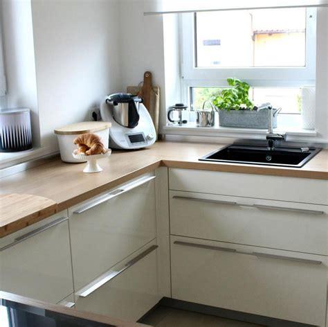 Weisse Küche Mit Holzarbeitsplatte by Wei 223 E K 252 Chen Mit Holzarbeitsplatten Wohnkonfetti