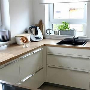 Weisse Hochglanz Küche : wei e k chen mit holzarbeitsplatten wohnkonfetti ~ Frokenaadalensverden.com Haus und Dekorationen