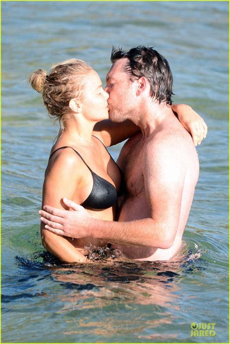 Shirtless Sam Worthington And Lara Bingle Beach Kissing Couple Photo 2969722 Bikini