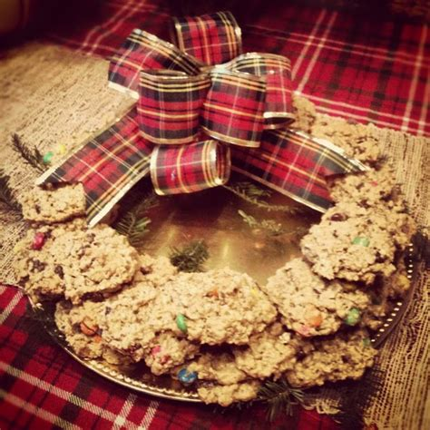 We read other reviews and it was pretty mixed. Cookie Wreath of Paula Deen's AMAZING monster cookies ...