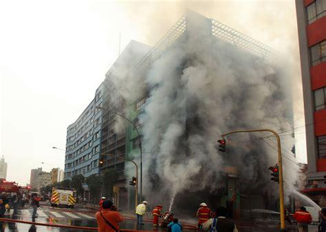 Incendio Consumió Parte De Un Edificio En El Centro De