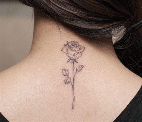tatouage femme cou modle de tatouage croix sur la nuque d39une fille tatouages