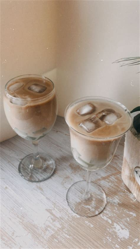 I haven't posted in a while, so i hope you like. Iced Coffee Aesthetic nel 2020