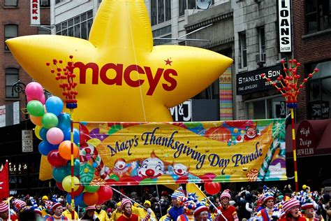 macys parade   year  thanksgiving parade