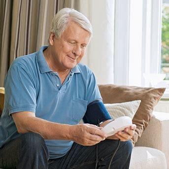 puls messen blutdruck messen zuhause pflegende