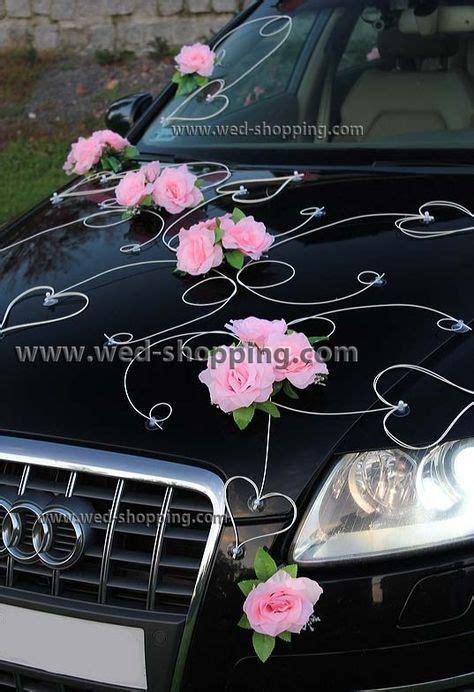 schmuck fuer hochzeitsauto rosen und herzen rattan