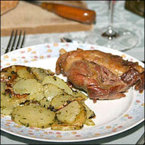 comment cuisiner des cuisses de canard confites cuisses de canard confites a la graisse d 39 oie et pommes sarladaises