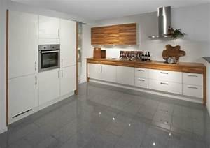 modele cuisine blanche en 50 idees inspirantes With cuisine moderne blanche et bois