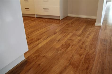 how to determine which way to lay laminate flooring what direction to lay laminate flooring wood floors