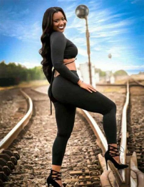 Pregnant Model Dies While Taking This Train Track Selfie Sick Chirpse